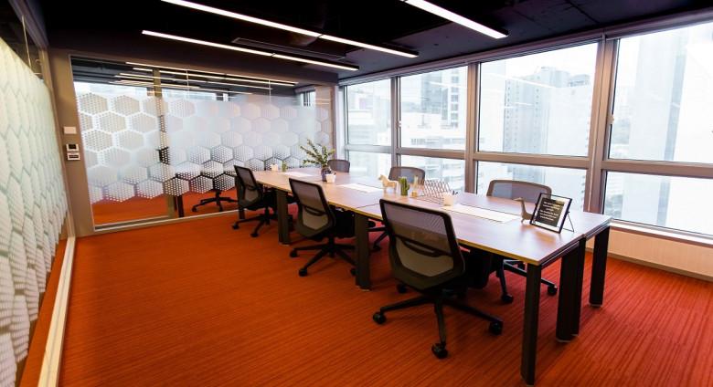 6 pax office 1