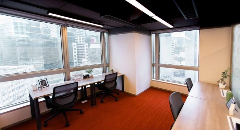 4 pax office